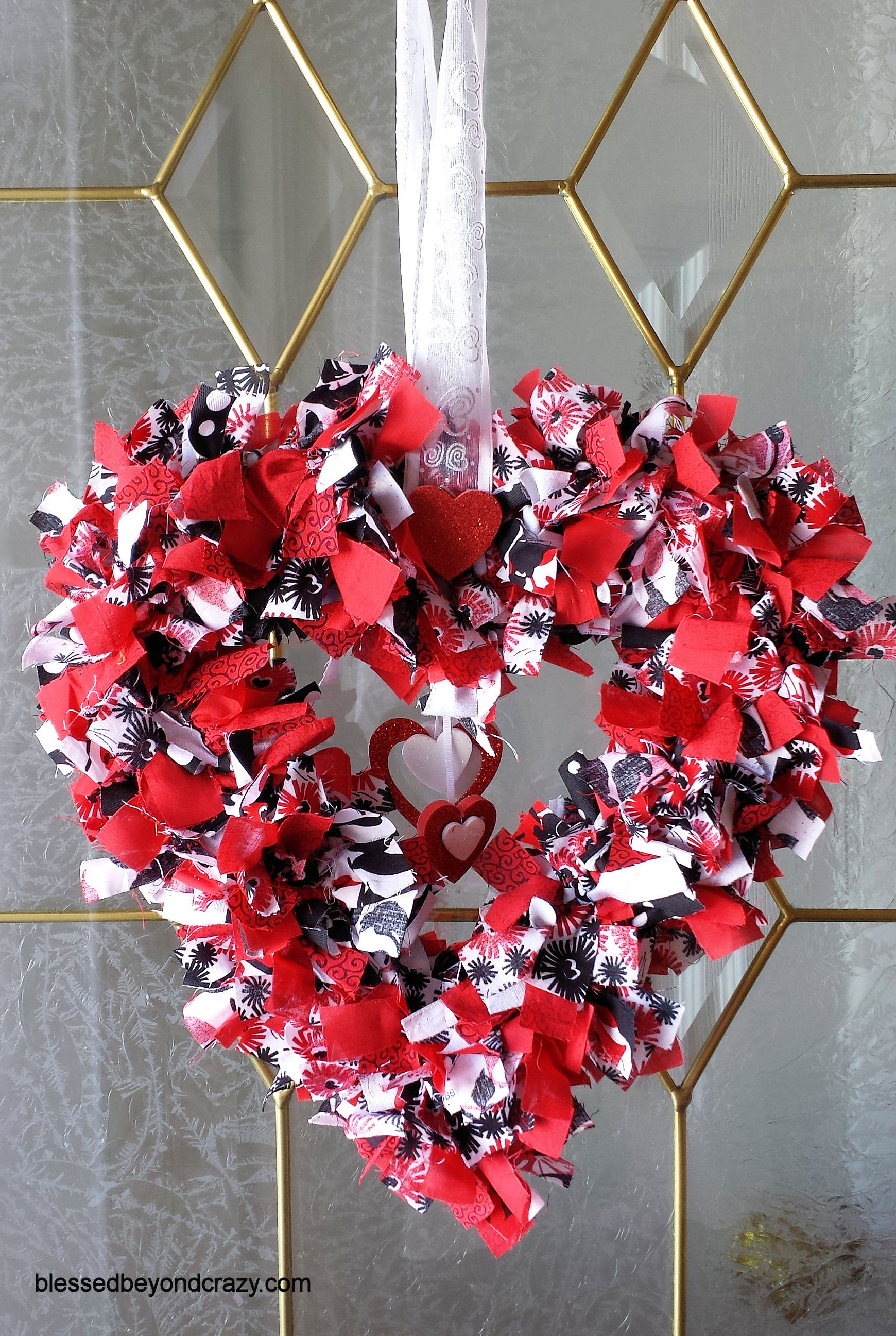 Super Easy Diy Valentine S Day Rag Wreath