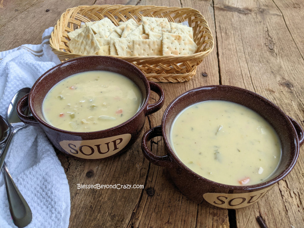 Quick and Easy Clam Chowder ready to serve